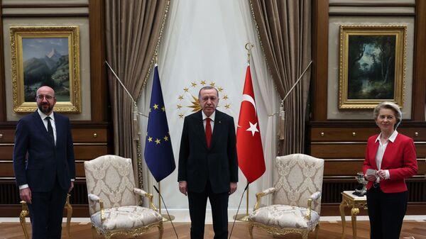 Recep Tayyip Erdogan riceve ad Ankara presidente del Consiglio d'Europa Charles Michel e presidente della Commissione Europea Ursula Von der Leyen - Sputnik Italia
