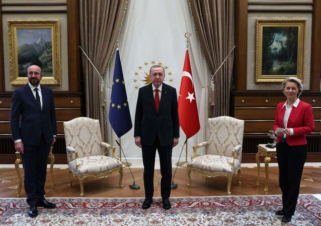 Recep Tayyip Erdogan riceve ad Ankara presidente del Consiglio d'Europa Charles Michel e presidente della Commissione Europea Ursula Von der Leyen