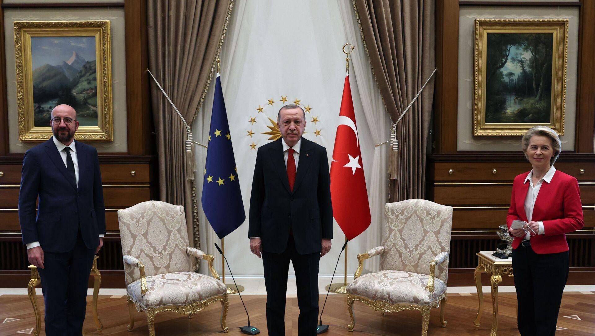 Recep Tayyip Erdogan riceve ad Ankara presidente del Consiglio d'Europa Charles Michel e presidente della Commissione Europea Ursula Von der Leyen - Sputnik Italia, 1920, 06.04.2021