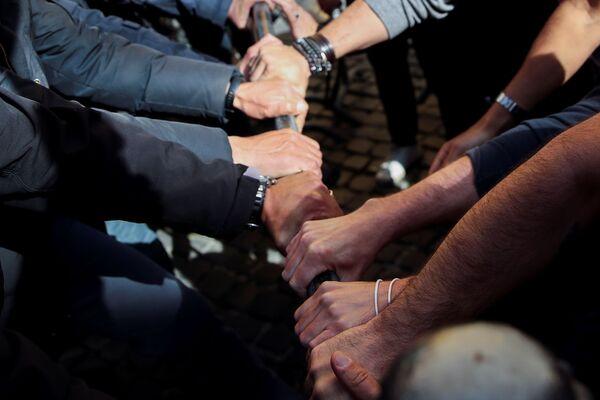 Ieri, 6 aprile, si sono tenute manifestazioni in tutta Italia da parte di ristoratori, ambulanti e commercianti contro le chiusure imposte dal governo - Sputnik Italia