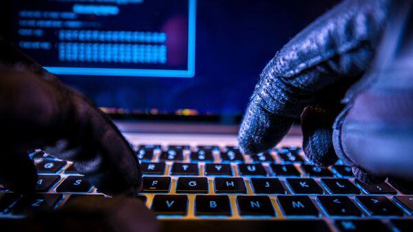 Un hacker al computer - Sputnik Italia