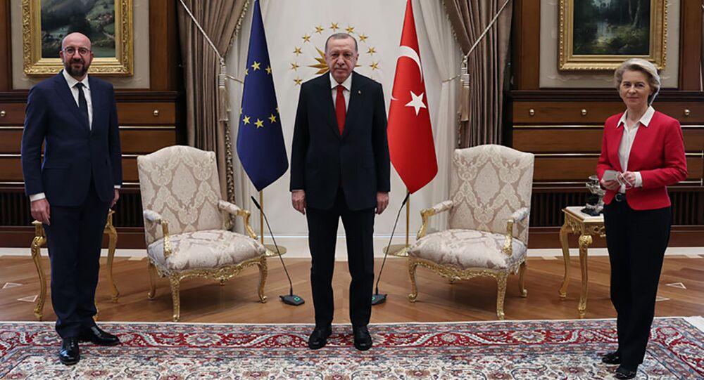 L'incontro tra Recep Tayyip Erdogan, Charles Michel e Ursula von der Leyen