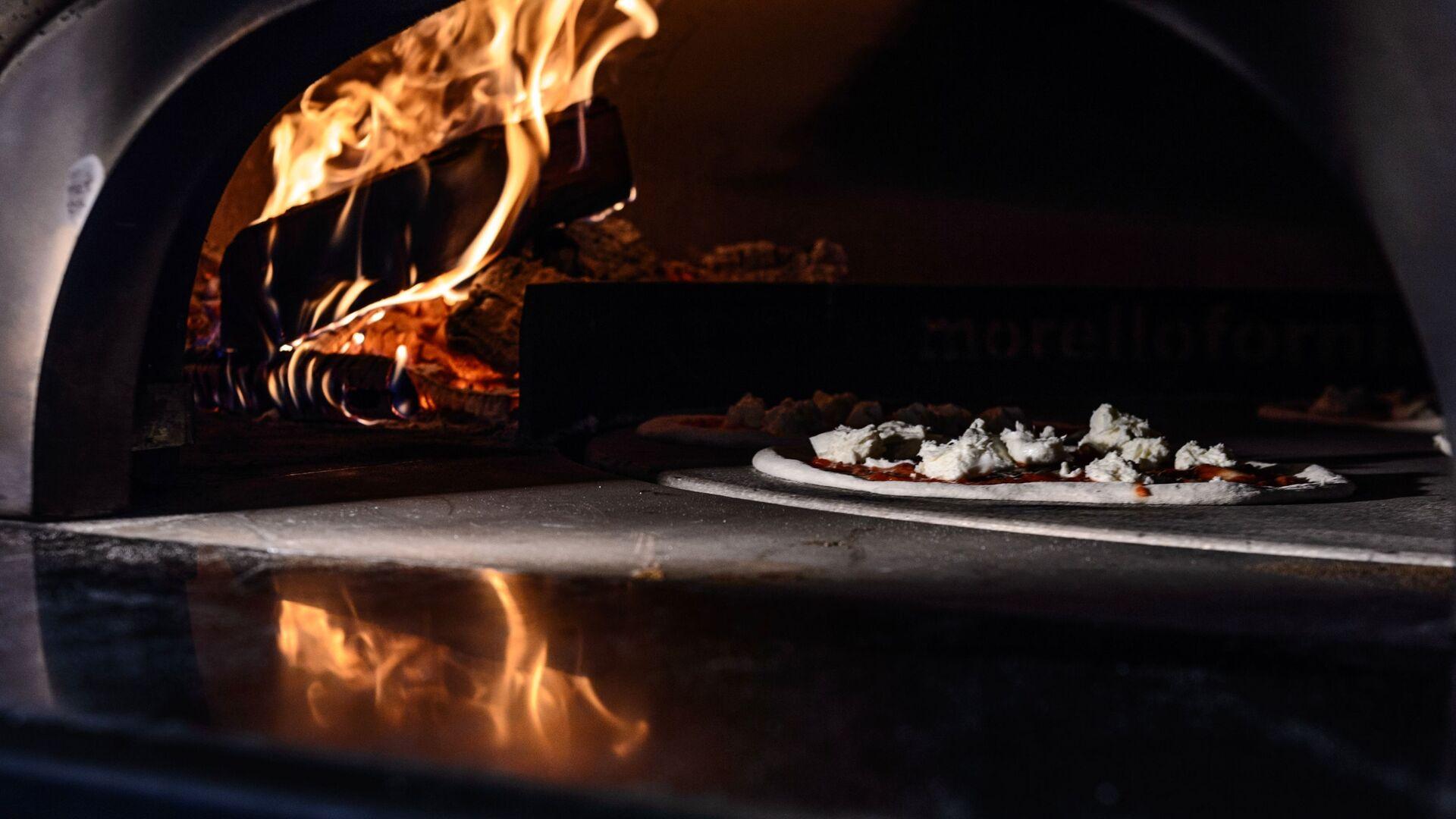 Una pizza nel forno - Sputnik Italia, 1920, 05.07.2021