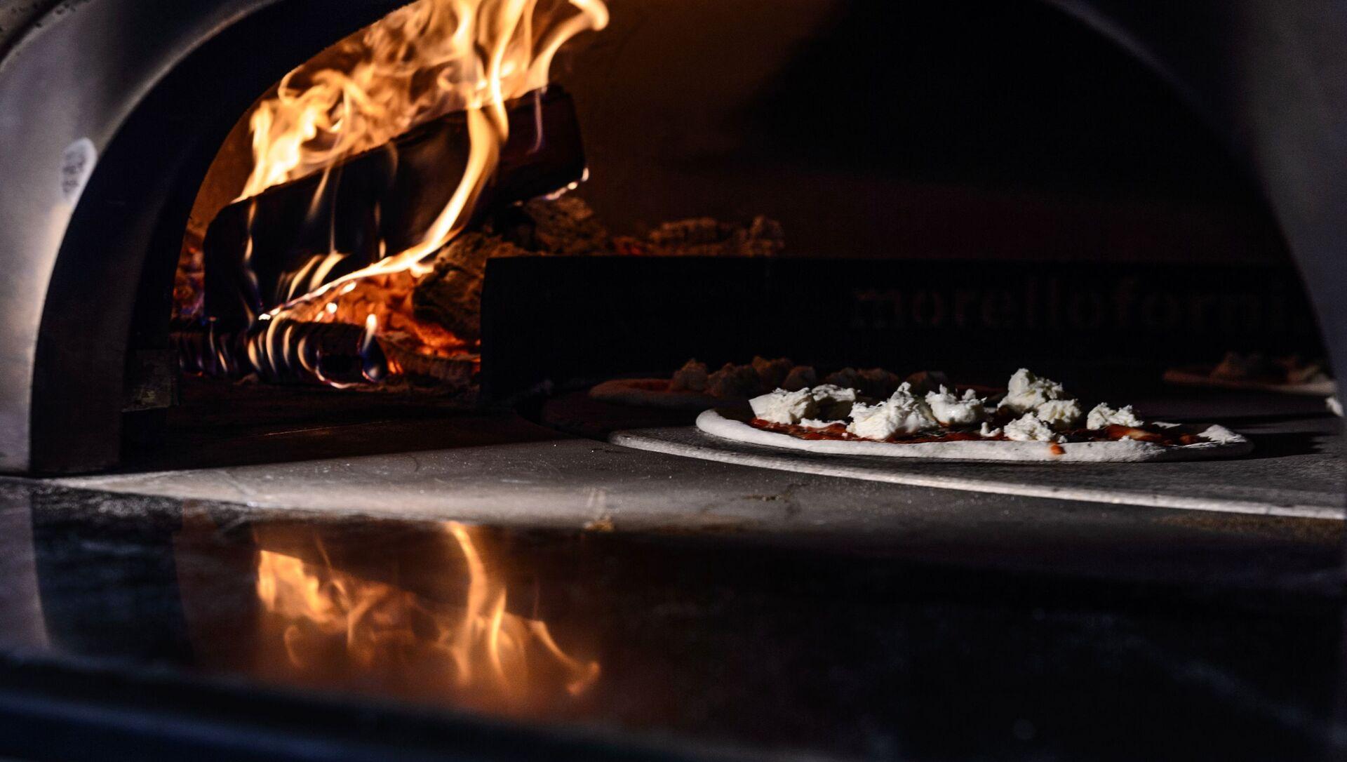 Una pizza nel forno - Sputnik Italia, 1920, 18.05.2021