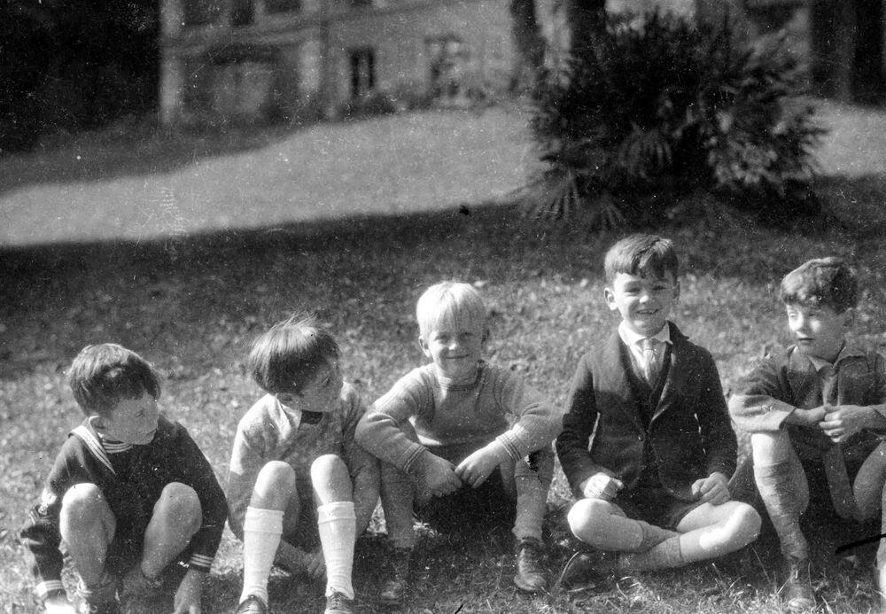 Il futuro principe Filippo a scuola nel sobborgo parigino di Saint Cloud