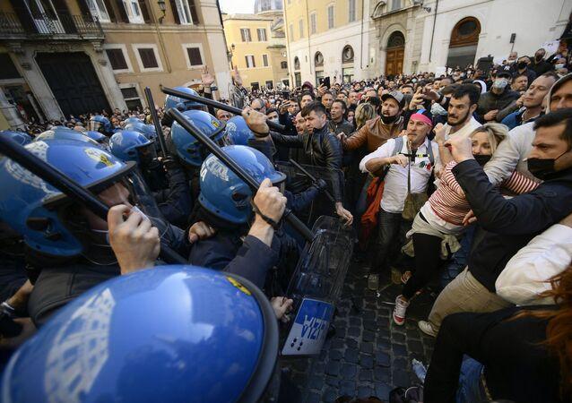 Manifestazione contro le misure anti-Covid a Roma