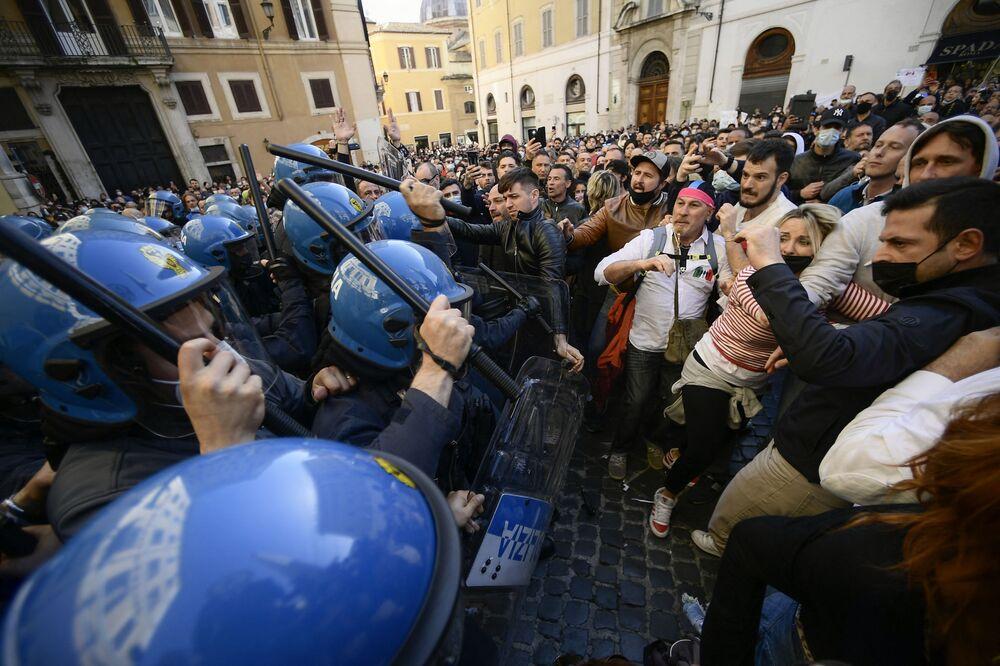Una giornata di protesta di commercianti e ristoratori, che chiedono al governo di riaprire, Roma
