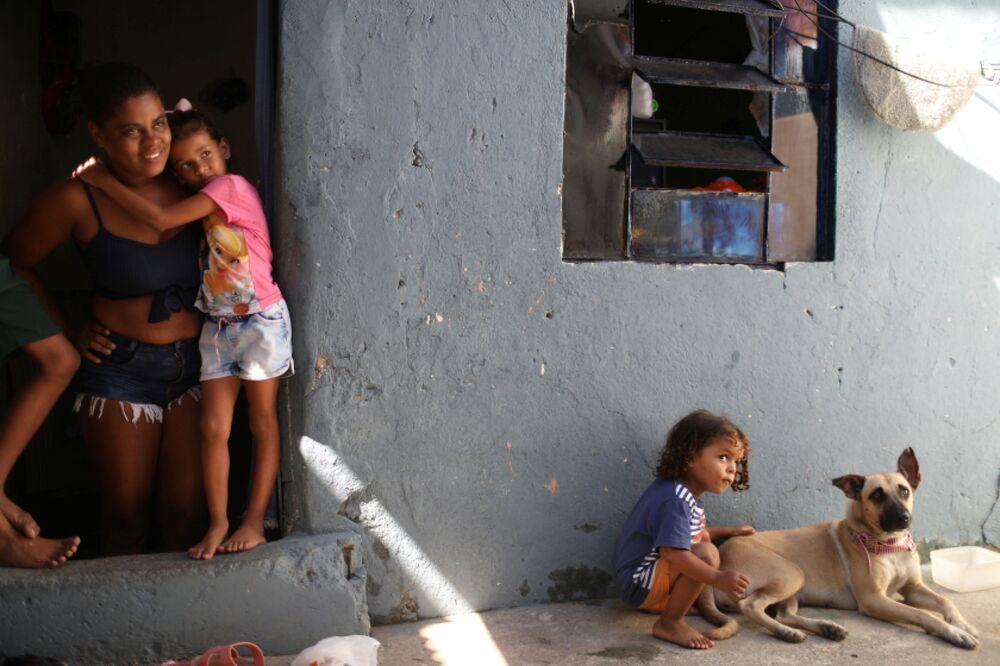 Una famiglia brasiliana nelle favelas