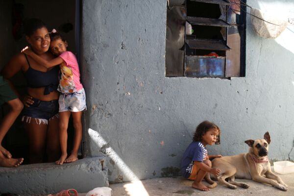 Una famiglia brasiliana nelle favelas - Sputnik Italia