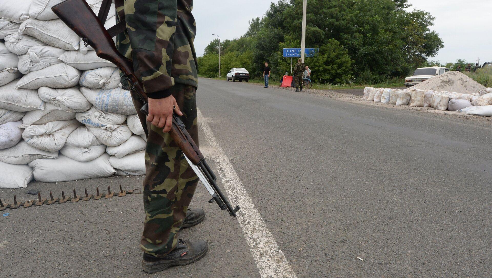 Militia checkpoint in Debaltseve, Donetsk Region - Sputnik Italia, 1920, 11.04.2021