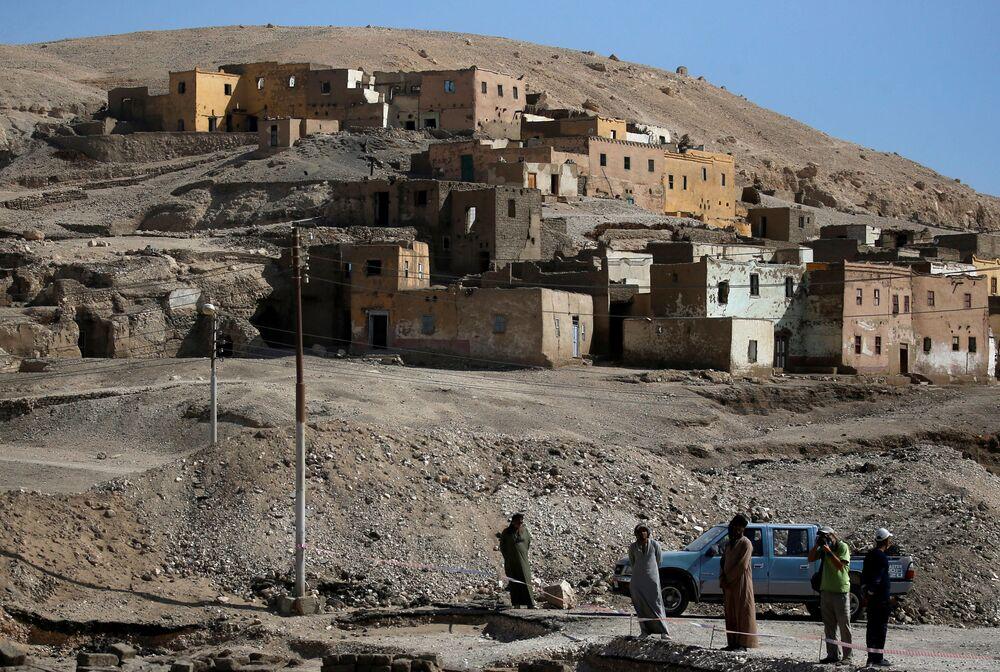 Gli scavi vicino a Città d'oro perduta'' vicino a Luxor nell'Alto Egitto