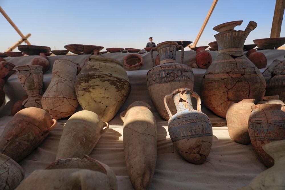I vasi sono scoperti nel sito della Città d'oro perduta'', che è stata recentemente scoperta