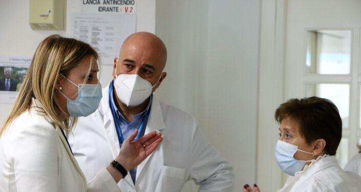 Consiglio dei medici. A sinistra- Alessandra Bruschi, Direttore Generale Istituto Sicurezza Sociale (ISS)
