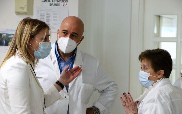 Consiglio dei medici. A sinistra- Alessandra Bruschi, Direttore Generale Istituto Sicurezza Sociale (ISS) - Sputnik Italia