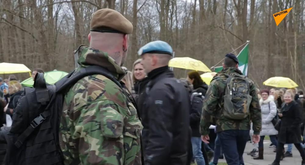In Olanda le proteste contro le misure anti-contagio di Polizia per la libertà