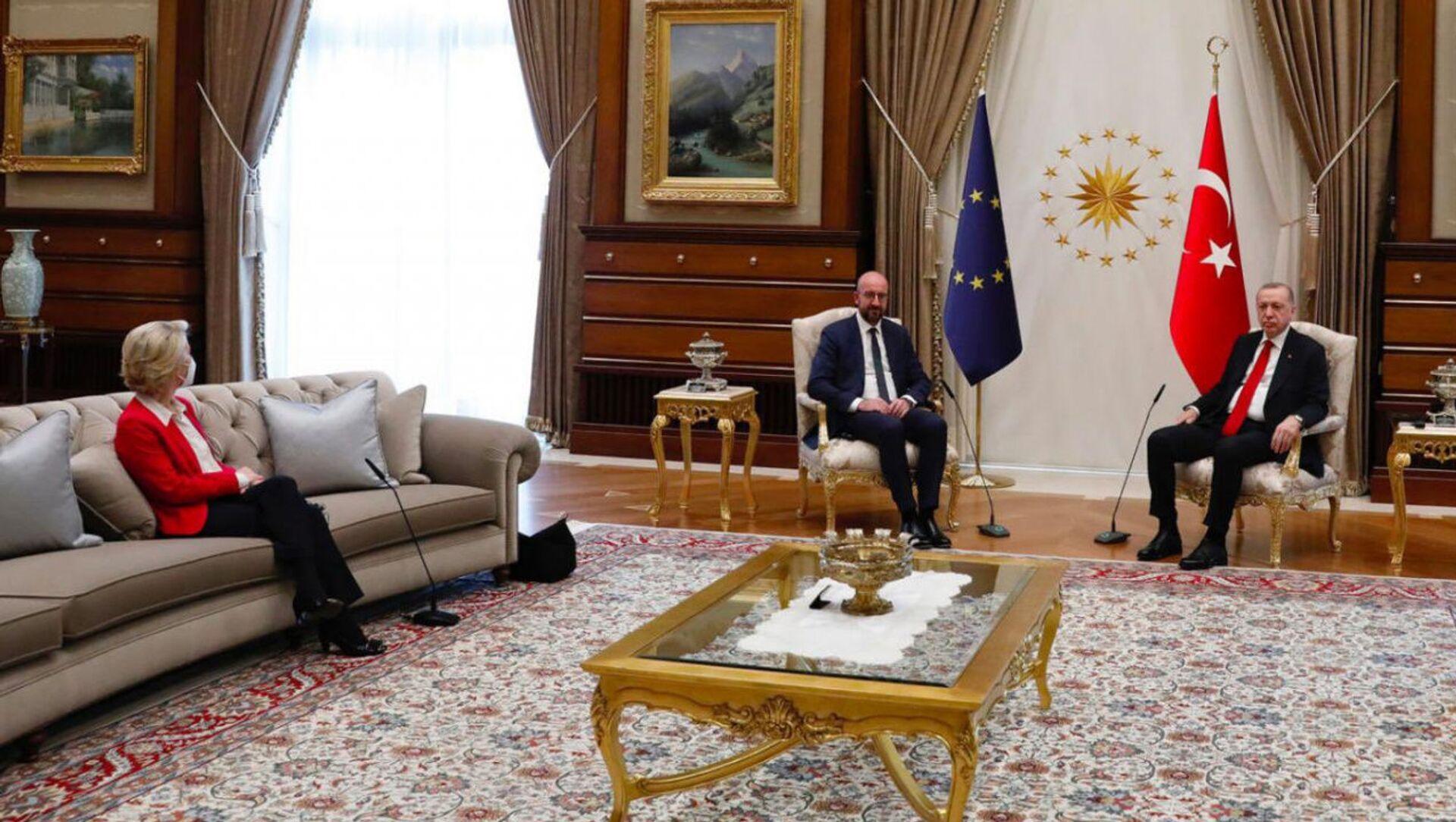 Ursula Von der Leyen, Charles Michel e Recep Tayyip Erdogan   - Sputnik Italia, 1920, 13.04.2021