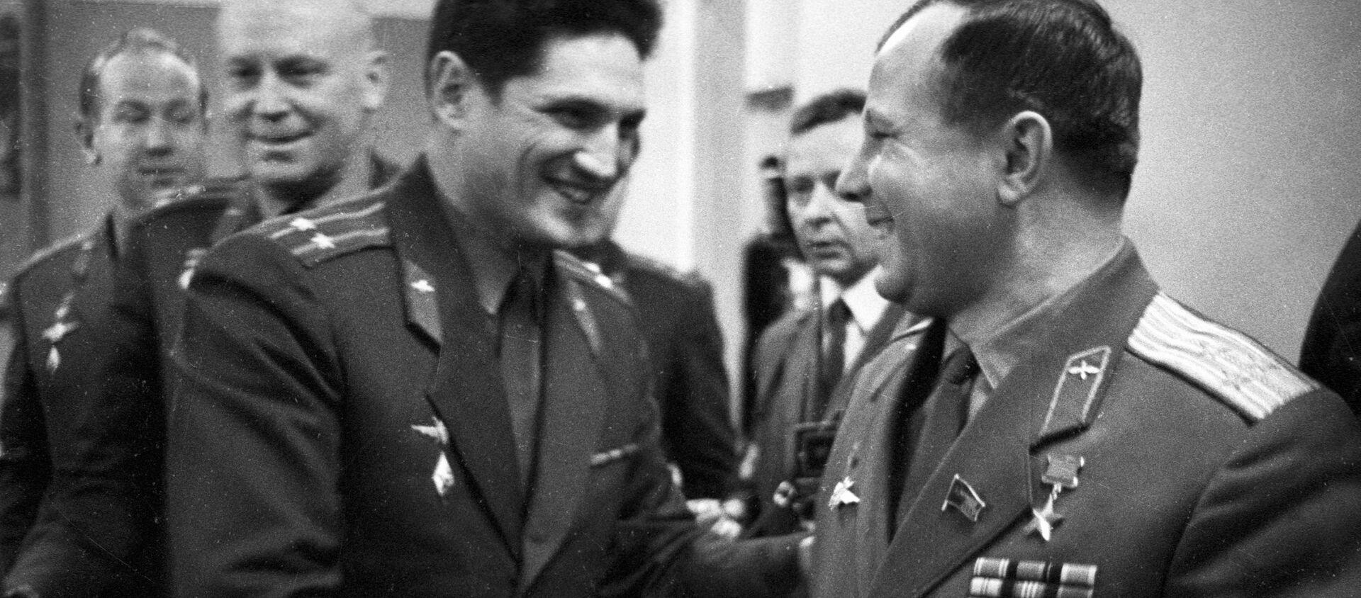Boris Volynov e Yury Gagarin - Sputnik Italia, 1920, 12.04.2021