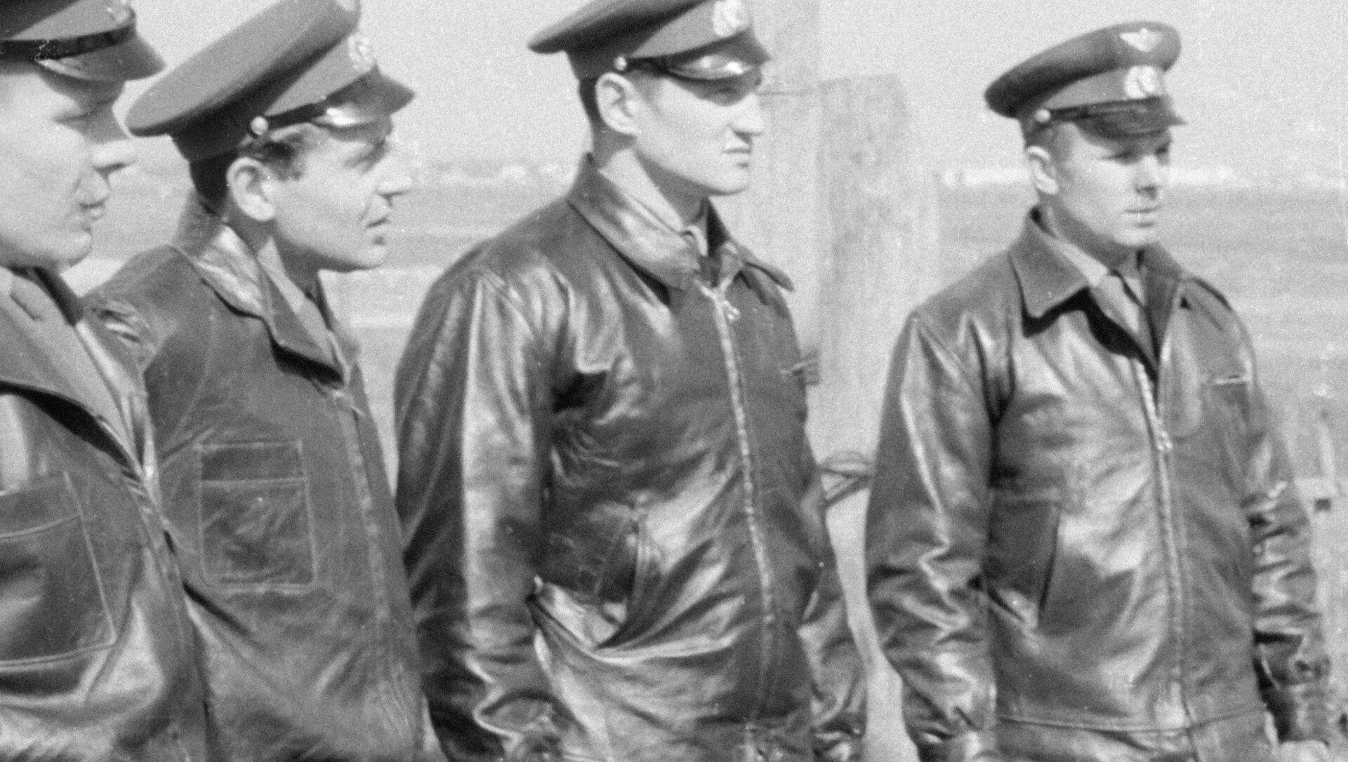 Membri della prima squadra di astronauti dell'URSS -  Yury Gagarin, Boris Volynov, Herman Titov, Eugenio Krunov - Sputnik Italia, 1920, 18.05.2021