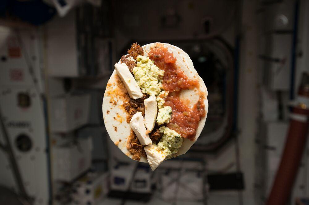 La colazione dell'astronauta americano Timothy Kopra sulla ISS