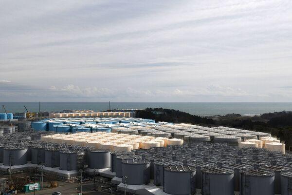 Il Giappone sostiene che il rilascio delle acque contaminate è sicuro in quanto l'acqua viene trattata per rimuovere quasi tutti gli elementi radioattivi e sarà notevolmente diluita - Sputnik Italia