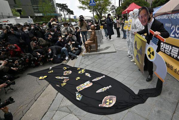 Anche la Corea del Sud ha criticato la decisione unilaterale del Giappone di scaricare acqua dalla centrale nucleare di Fukushima Daiichi (NPP) in mare, ritenendolo un fatto inaccettabile, ha detto il ministro per il coordinamento delle politiche governative Koo Yun-cheol in un briefing - Sputnik Italia