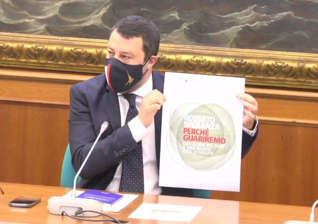 Salvini mostra la copertina del libro mai uscito di Speranza