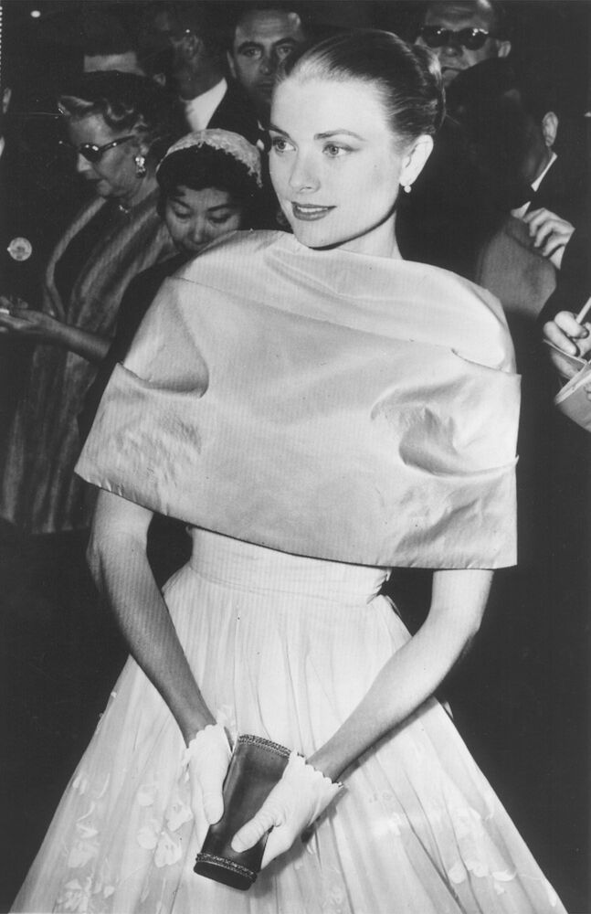 L'attrice Grace Kelly alla cerimonia degli Oscar a Los Angeles, California, 1956