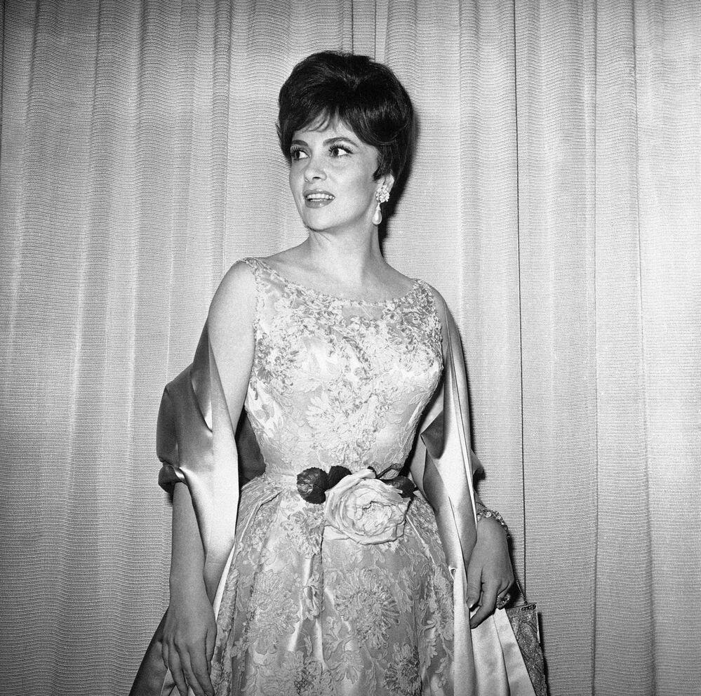 Gina Lollobrigida arriva alla cerimonia dei premi Oscar il 17 aprile 1961
