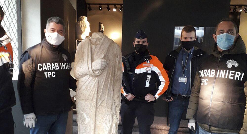 Carabinieri scoprono statua romana a Bruxelles