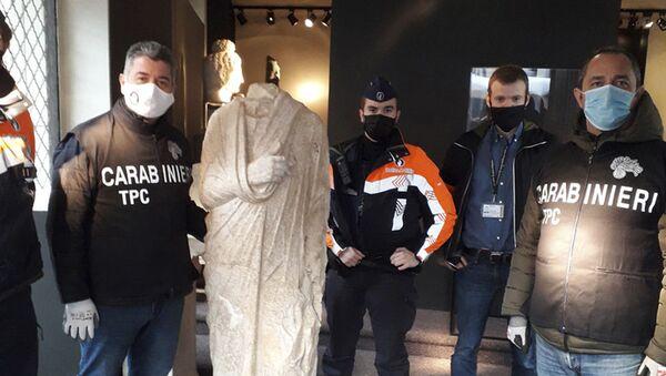 Carabinieri scoprono statua romana a Bruxelles - Sputnik Italia