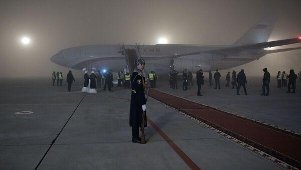 Самолет президента России Владимира Путина в аэропорту Бишкека - Sputnik Italia