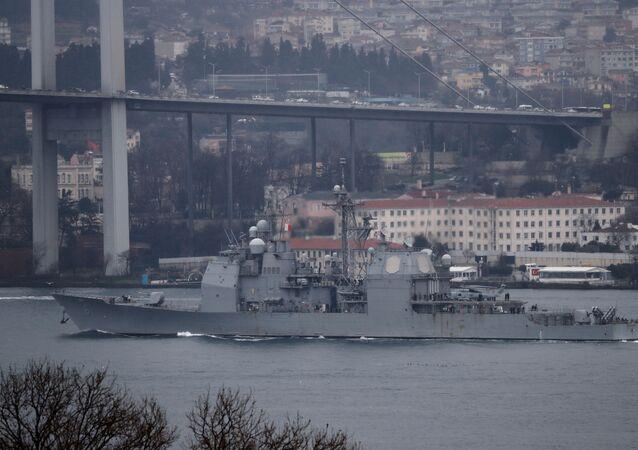 Nave militare Usa passa attraverso Bosforo (foto d'archivio)
