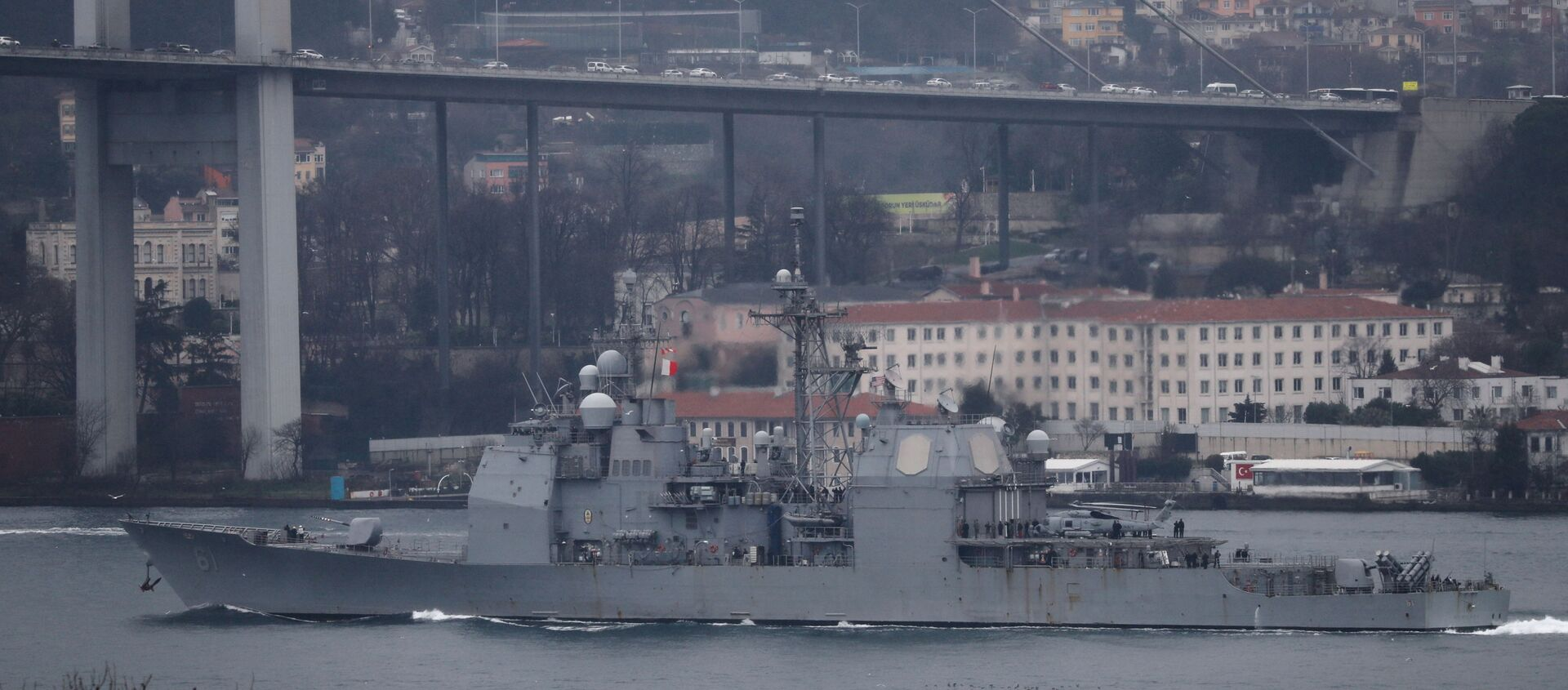 U.S. Navy guided-missile cruiser USS Monterey (CG-61) sails in the Bosphorus, on its way to the Black Sea, in Istanbul, Turkey March 19, 2021 - Sputnik Italia, 1920, 14.04.2021