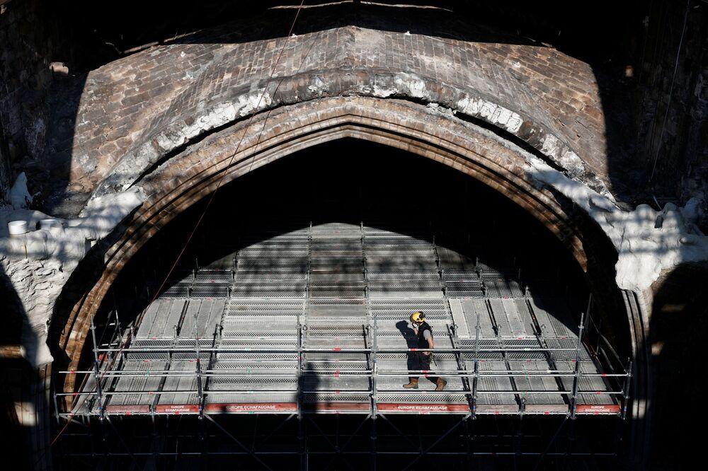 All'inizio dei lavori successivi all'incendio, la struttura era stata stabilizzata tramite la costruzione di un'altra impalcatura, che la sorregge, senza ulteriori interventi