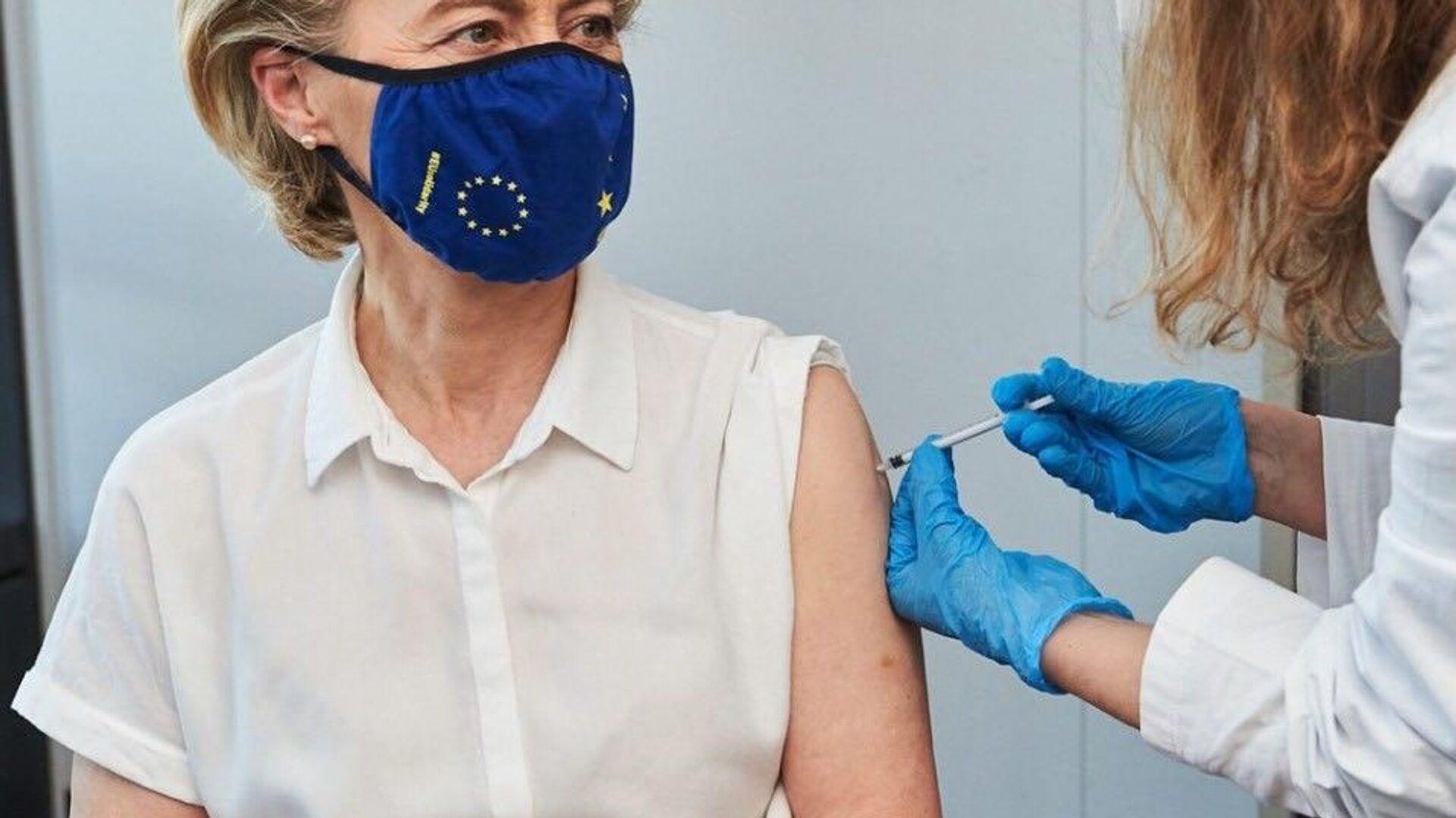 La vaccinazione di Ursula Von Der Leyen - Sputnik Italia, 1920, 27.07.2021
