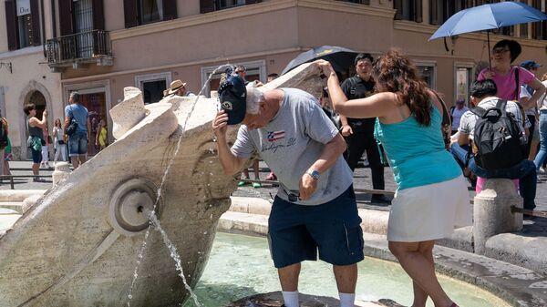 Turisti a Roma in un'estate pre-covid - Sputnik Italia