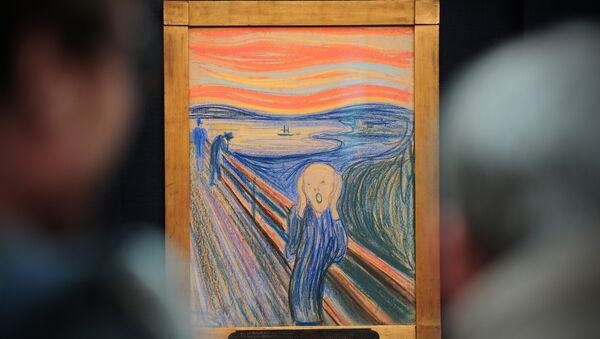 People view the Norwegian artist Edvard Munch's 1895 pastel on board work entitled 'The Scream' at Sotheby's auction house in central London on April 12, 2012 - Sputnik Italia