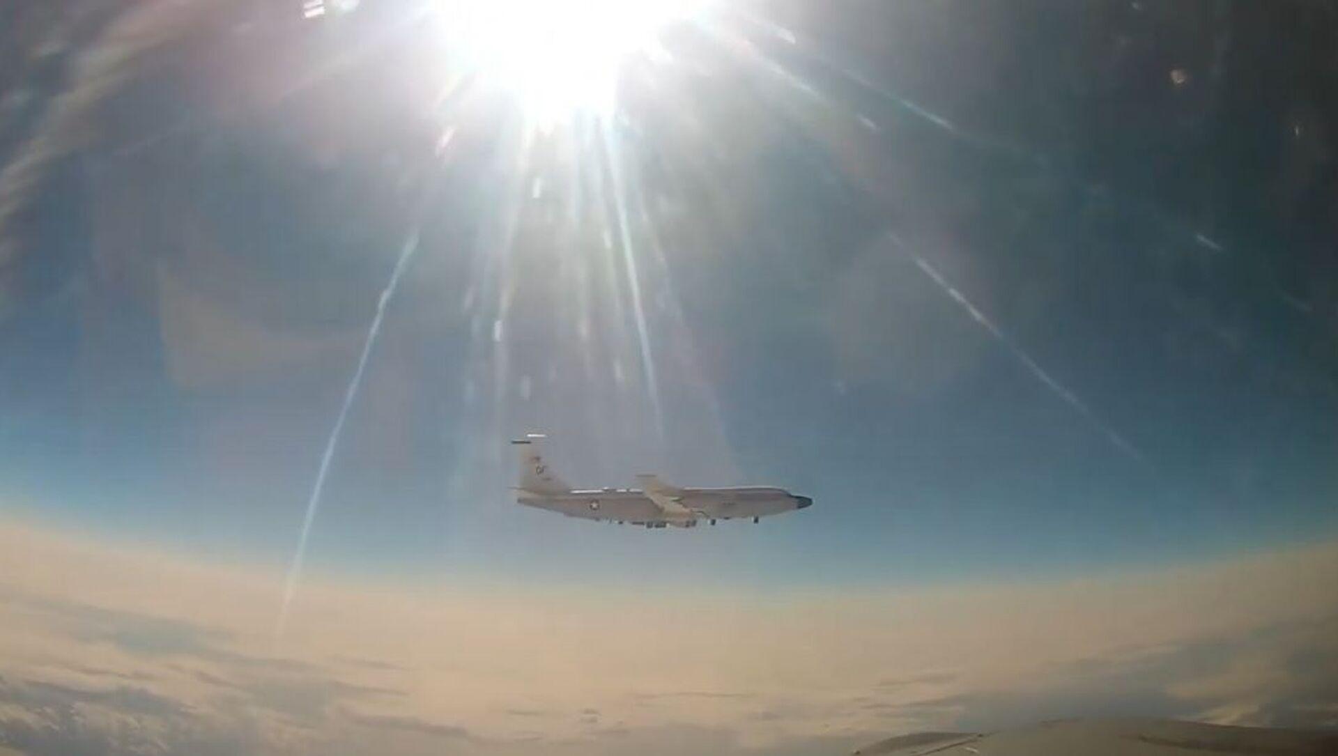 MiG-31 intercetta aereo da ricognizione americano sull'Oceano Pacifico - Sputnik Italia, 1920, 16.04.2021