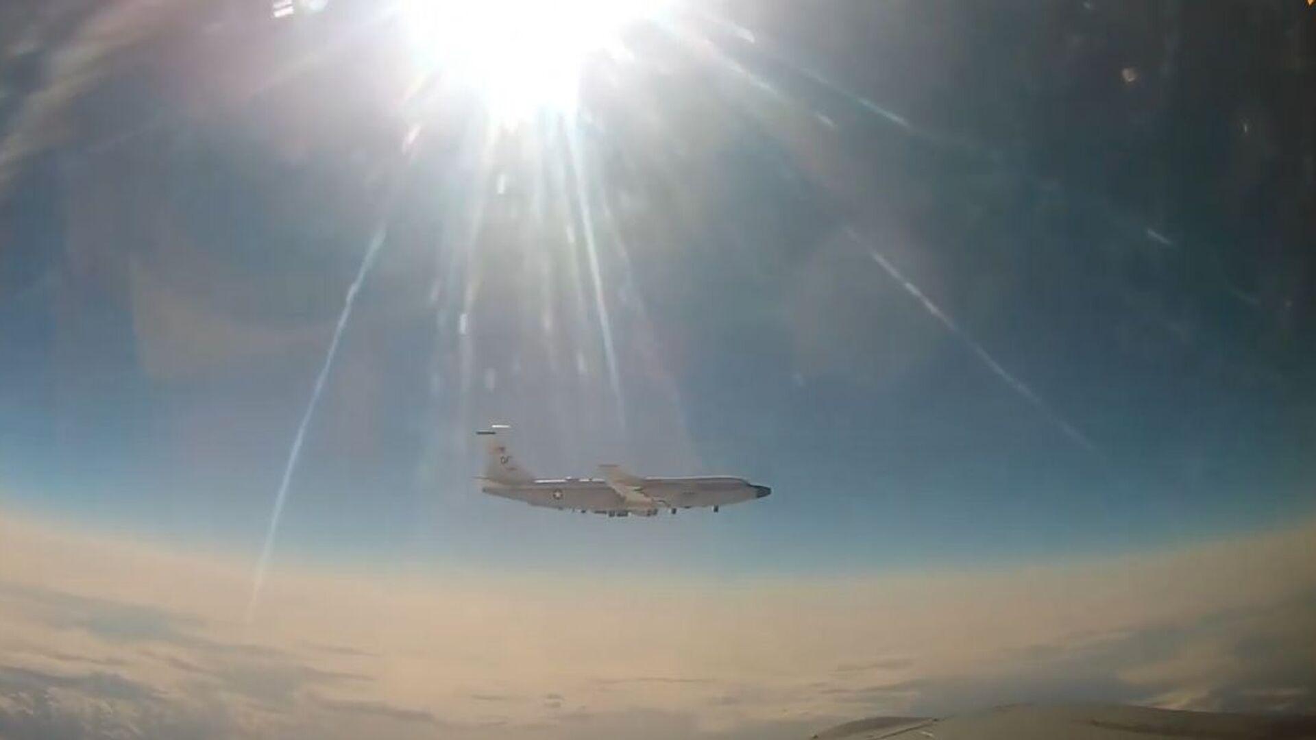 MiG-31 intercetta aereo da ricognizione americano sull'Oceano Pacifico - Sputnik Italia, 1920, 15.07.2021