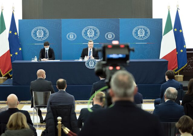 Il premier Draghi in conferenza stampa