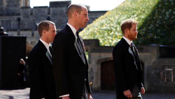 Принц Уильям и принц Гарри на похоронах принца Филиппа - Sputnik Italia