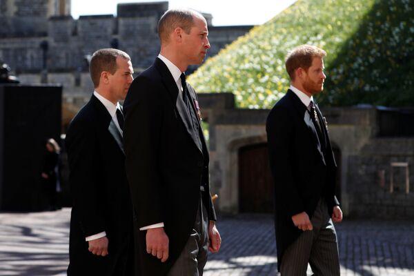 Il principe William e il principe Harry ai funerali del principe Filippo - Sputnik Italia