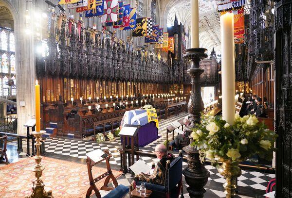 I membri della famiglia reale al funerale del principe Filippo nella cappella di San Giorgio a Windsor - Sputnik Italia