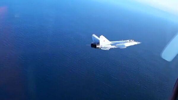 Le manovre di elusione dei caccia russi MiG-31BM  - Sputnik Italia