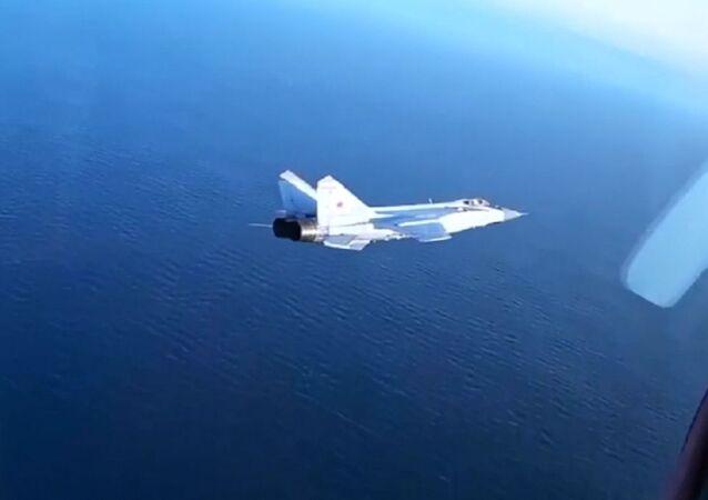 Le manovre di elusione dei caccia russi MiG-31BM