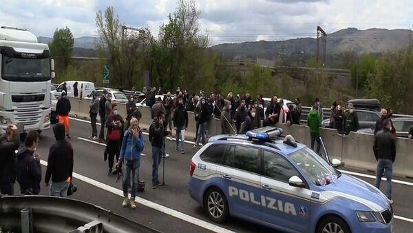 Ristoratori bloccano A1 a Firenze - Sputnik Italia