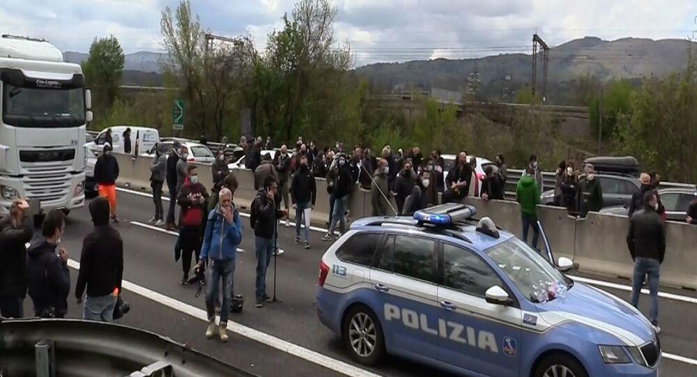 Ristoratori bloccano A1 a Firenze