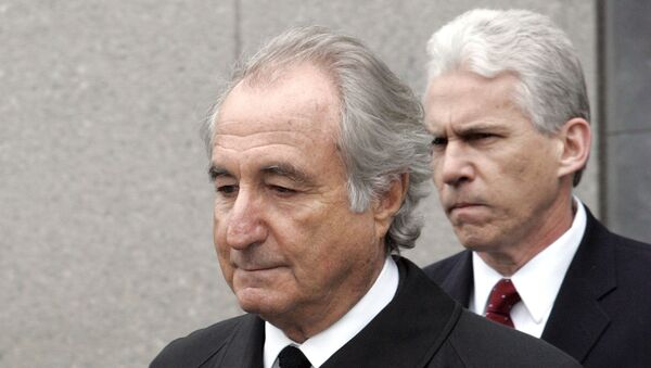 """In this Tuesday, March 10, 2009, file photo, former financier Bernie Madoff exits federal court in Manhattan, in New York. Madoff asked a federal judge Wednesday, Feb. 5, 2020, to grant him a """"compassionate release"""" from his 150-year prison sentence, saying he has terminal kidney failure and less than 18 months to live.  - Sputnik Italia"""