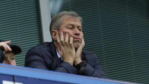 In this file photo dated Saturday, Dec. 19, 2015, Chelsea soccer club owner Roman Abramovich sits in his box before the English Premier League soccer match between Chelsea and Sunderland at Stamford Bridge stadium in London. Russian billionaire Roman Abramovich has received Israeli citizenship after his British visa has not been renewed. An Israeli Immigration and Absorption Ministry official says the Chelsea soccer club owner arrived in Israel Monday and was granted citizenship in accordance with an Israeli law granting that right to people of Jewish descent - Sputnik Italia