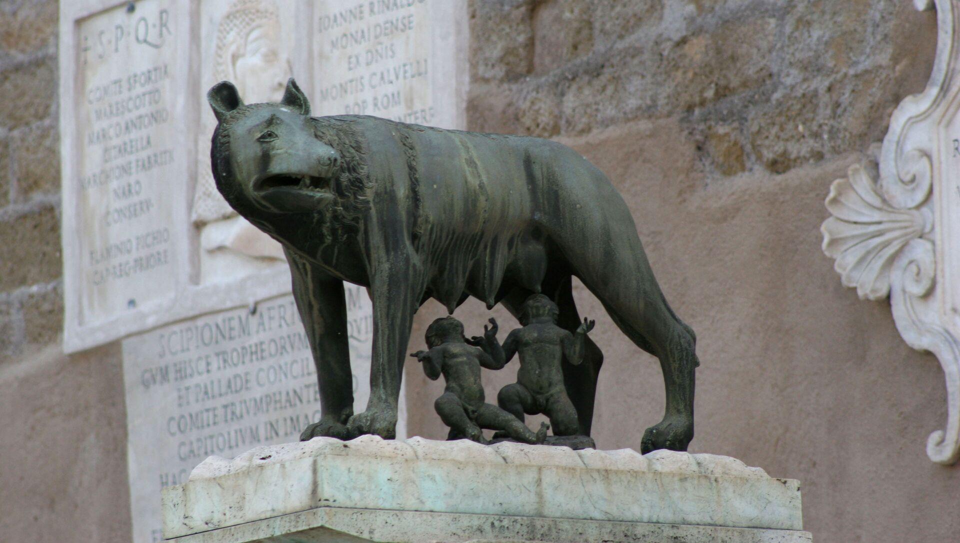 Скульптура Капитолийской волчицы в Риме - Sputnik Italia, 1920, 21.04.2021